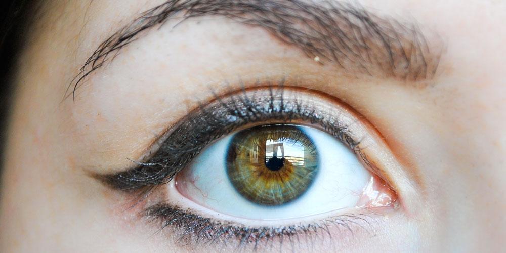 خط چشم برای چشم بادامی