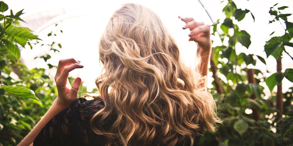 برای موهای مشکی هایلایت مناسب تر است یا لولایت