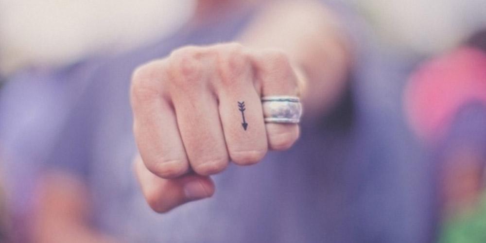 تتو مینیمال روی انگشت