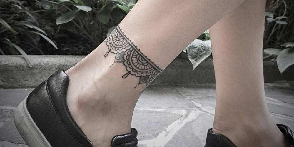 تتو ظریف دخترانه روی مچ پا