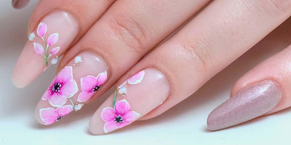 ناخن دخترانه با طرح گل و رنگ صورتی