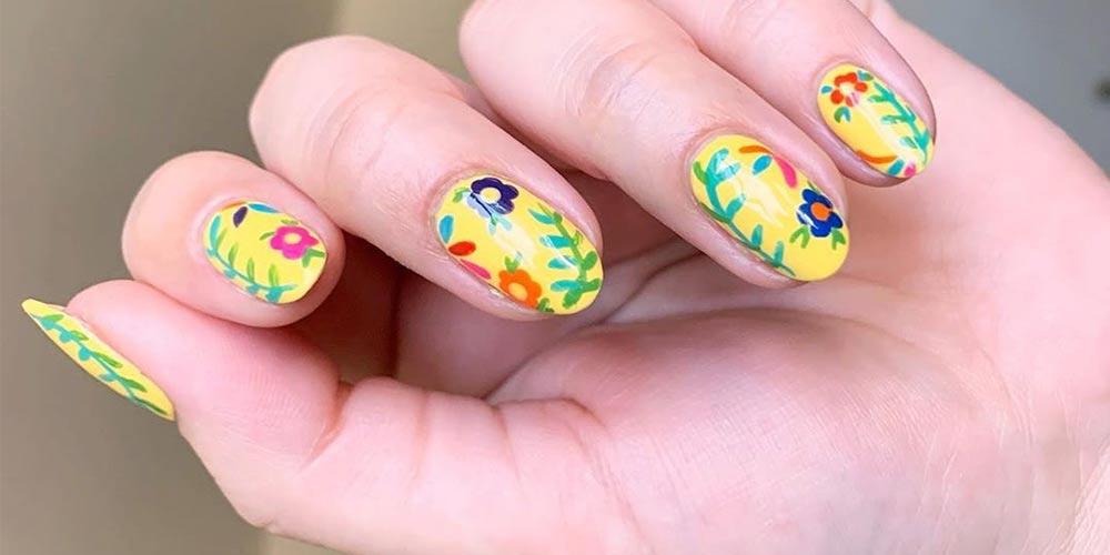 انواع طرح گل روی ناخن کوتاه با رنگ زرد
