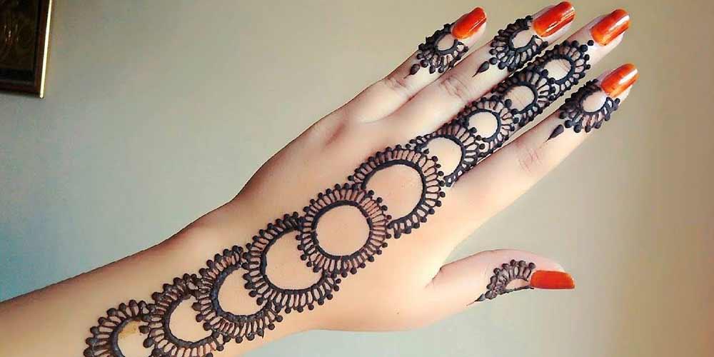 طراحی حنا روی دست برای عروس