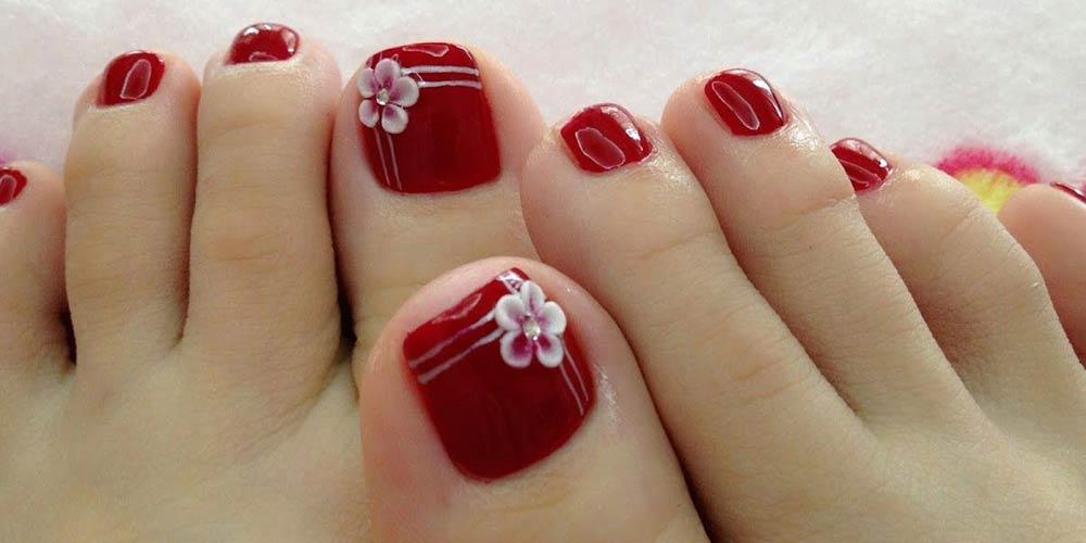 طراحی ناخن پا با لاک قرمز