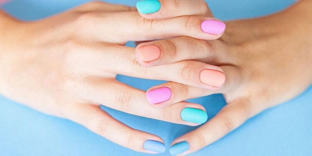 دیزاین ناخن پاستیلی رنگارنگ