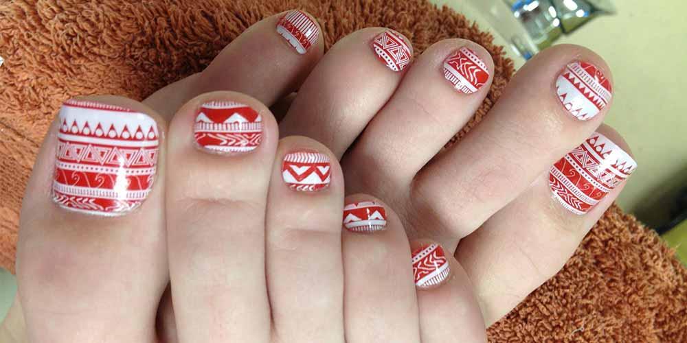 طرح سفید قرمز ناخن پا