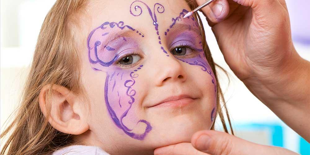 نقاشی روی صورت دخترانه