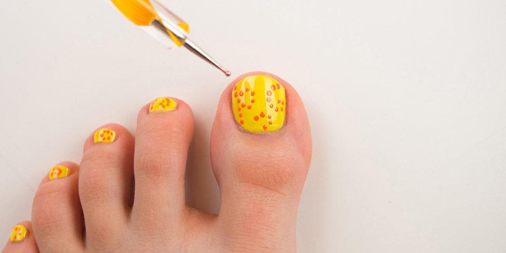 طراحی ناخن پا تابستانی