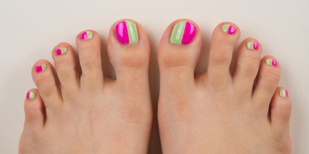 طرح دو رنگ ناخن پا