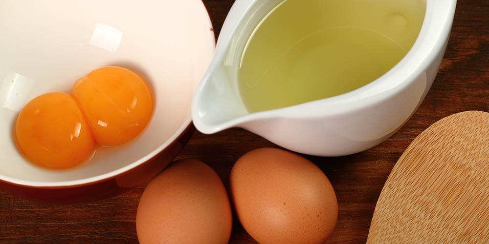 ماسک پروتئین درمانی مو با مواد طبیعی مانند تخم مرغ و ماست