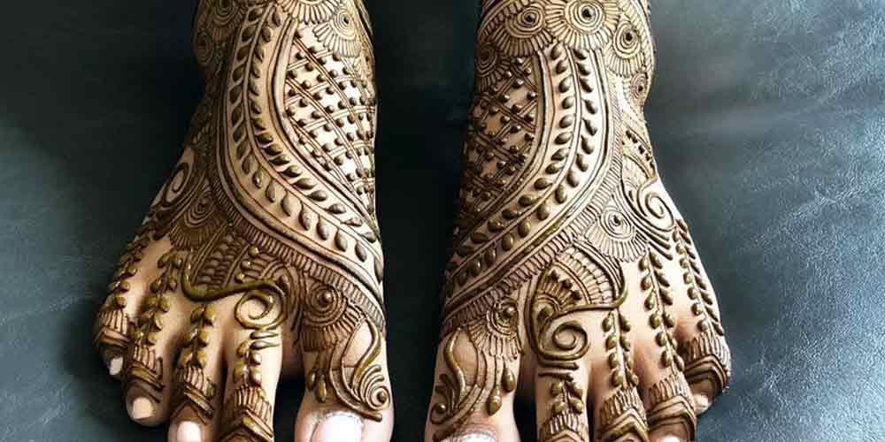 طرح حنا عربی روی پا