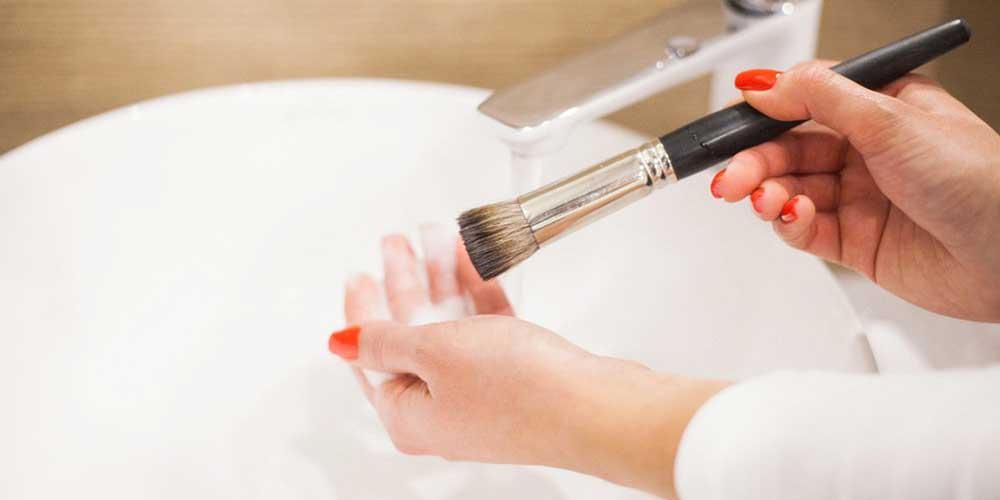 شستشو قلم به سادگی در ظرفشویی