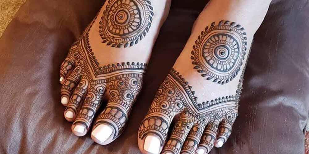 نقش حنا هندی بر روی پا