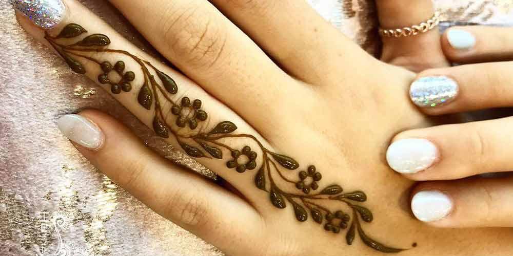 طراحی با حنا روی انگشت