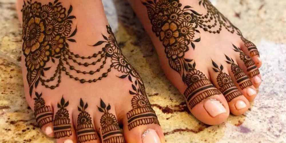 نقش حنا روی پای عروس