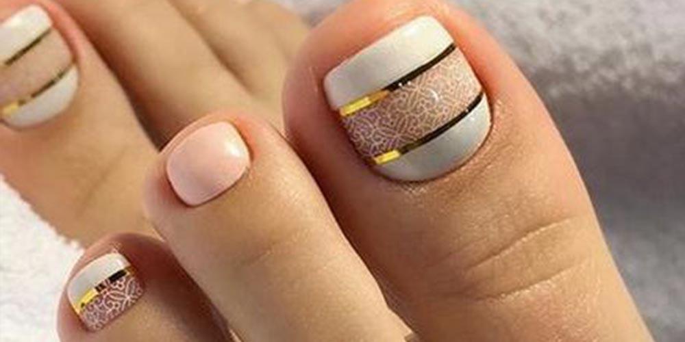 لاک ژل ناخن پا با نوار طلایی