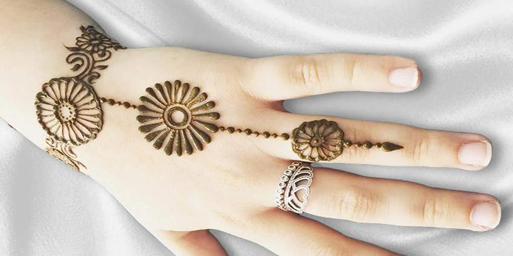طراحی دستبند با حنا - مدل حنا فانتزی روی دست دخترانه