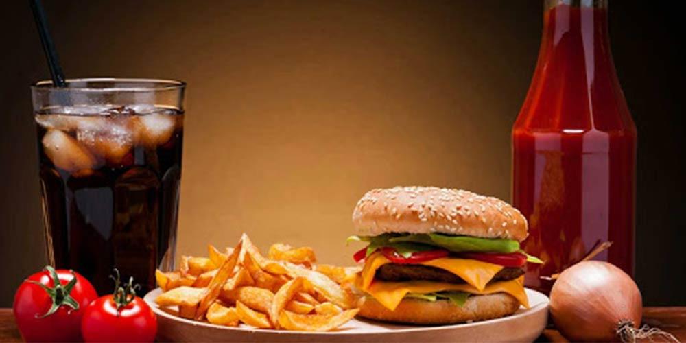 خوردن چه مواد غذایی باعث جوش صورت میشود
