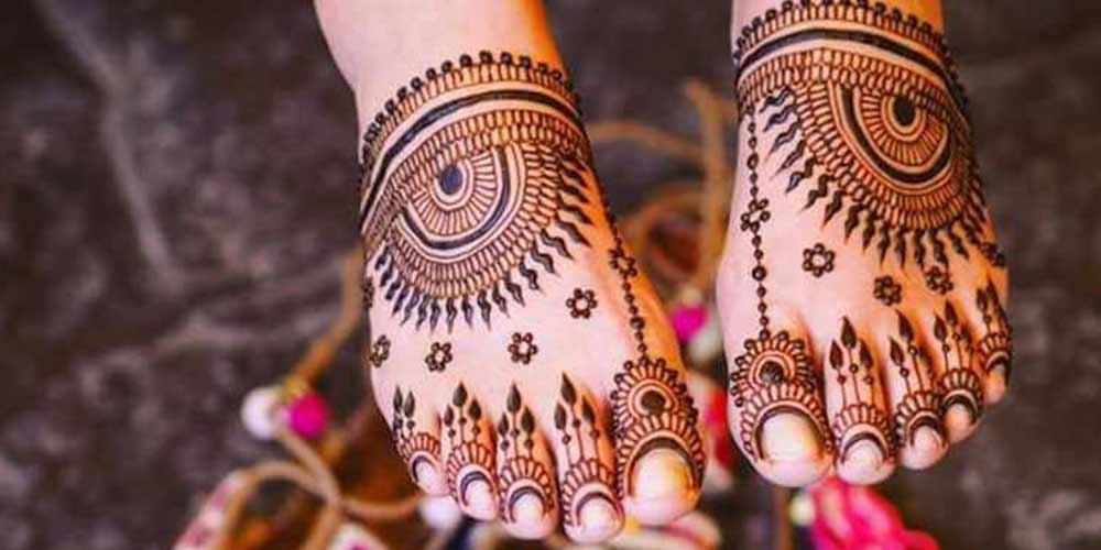 طرح حنای عروسی بر روی پا