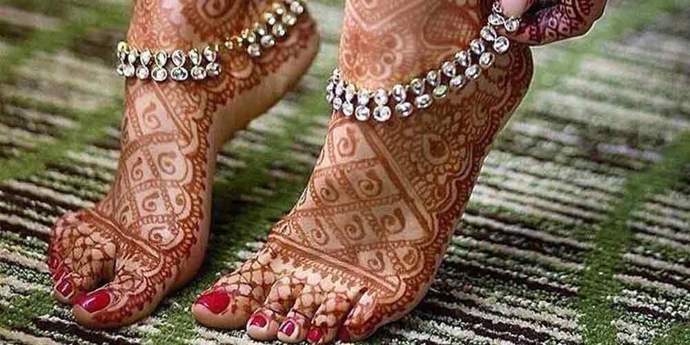 طرح حنا هندی روی پا