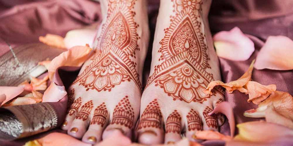 نقش حنا روی پا عروس