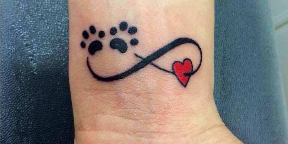عکس تتو بینهایت روی مچ دست با پای سگ و گربه