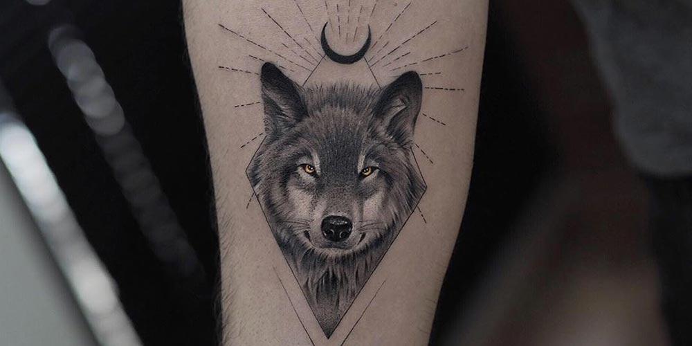 طرح تاتو گرگ و ماه