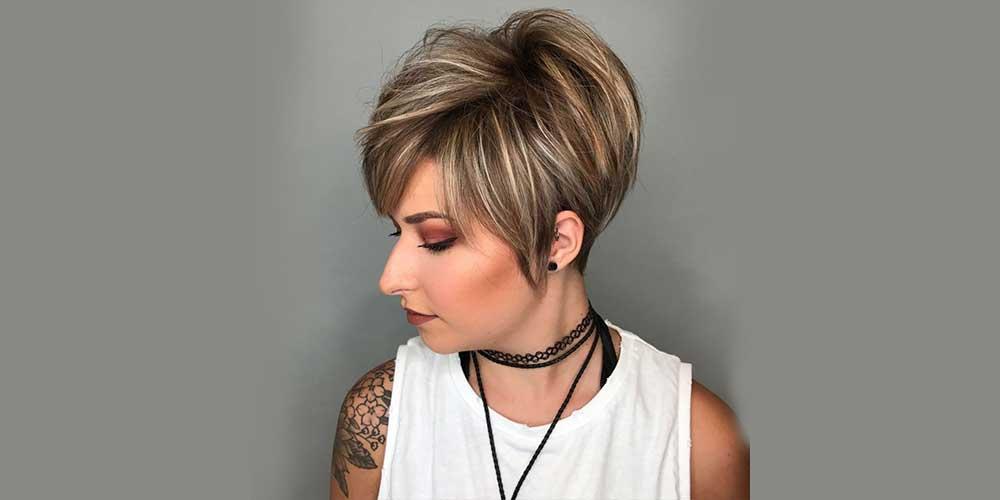 هایلایت روی موی کوتاه با زمینه قهوهای