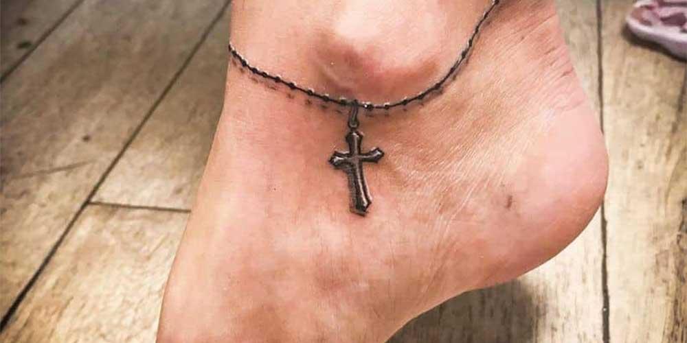 تاتو صلیب سه بعدی روی مچ پا