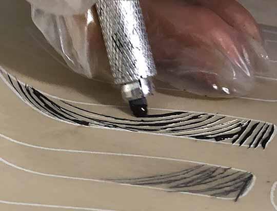 تمرین فیبروز ابرو در آموزشگاه آرایشگری رز سرخ