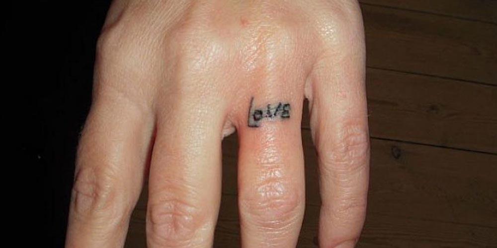 تاتو نوشته روی انگشت